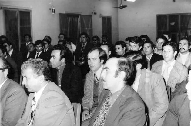 Mısırlı Ünlü Ses Sanatkârı Ümmü Gülsüm konseri sonrası kendisiyle hatıra fotografı. Kahire, 1968 (Ayakta, sağdan 3. Seyfettin Dursun, hemen önünde Hulusi Hatiboğlu)