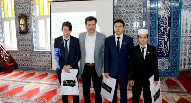 Sağdan; Ömer Faruk Demirağ, Karabağlar Milli Eğitim Müdürü Halit Aslan, Raşit Kırıcı, Onur Kesen