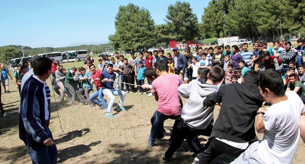 Öğrencilerimiz Urgan Çekme Yarışında Güçlerini Sonuna Kadar Kullandı