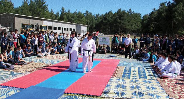 Gençlik ve Spor Kulübü Tekvando Takımı Piknikte Gösteri Yaptı