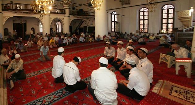 Öğrencilerimiz İzmir Camilerinde Mukabele Mukabele Okuyarak Cemaati Mest Ediyor